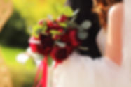 алый букет невесты