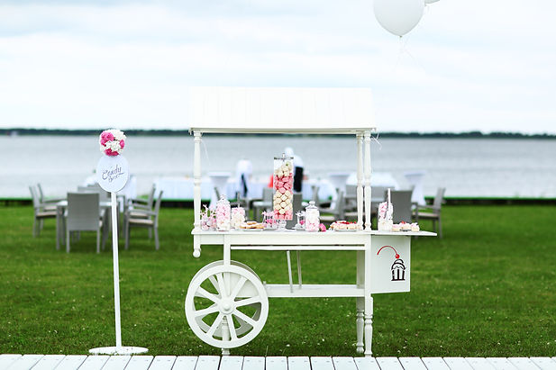 свадебный кенди бар на свадьбе в шатре, свадебный организатор Ксения Стан wedding Production WPWEDDING