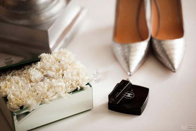 модные свадебные аксессуары невесты, цветы,парфюм,помада, кольца, красивая свадебная фотография Тюмень. свадебный организатор wedding production цзцуввштп