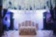 цветы на свадьбу, цветочные композиции , цветочный потолок,цветочная люстра,белоснежные воздушные цветы на потолке на красивой свадьбе в тюмени от компании wedding production и команды свадебного организатора Ксении Стан. свадьба в Тюмени,свадебный декор WPdecor studio