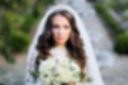 белый свадебный букет на красивой свадьбе. очень красивая невеста и её свадебный букет. выездная регистрация. Свадебное агентство. свадебное фото. wedding Production. фото красивой невесты.