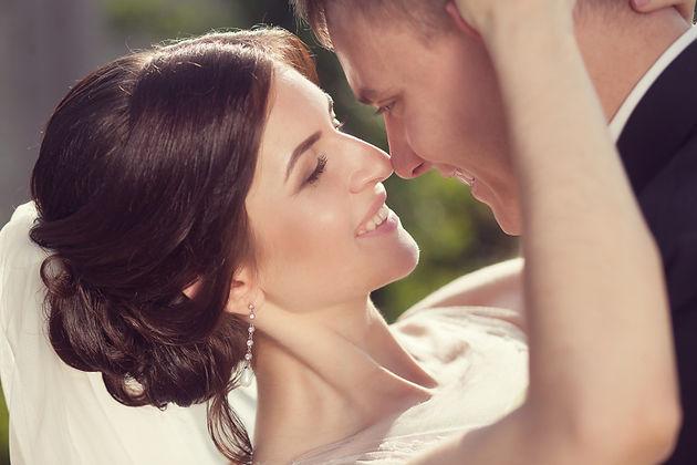 счастливые молодожены, красивые фотографии молодожен, красивая фотография свадьбы,красивая фотография выездной регистрации Тюмень. организатор свадебного мероприятия команда wedding production и студия декора wpdecor studio Тюмень