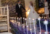 молодожены на выездной регистрации. свадебное агентство вединг продакшн Тюмень. свечи на выездно й решистрации на свадьбе. красивый декор на свадьбе. дорожка из красивых свечей на выездной регистрации в ресторане винтаж vintage Тюмень. свадебное агентство wedding production и команда wpdecor а так же свадебный продюсер Ксения Стан