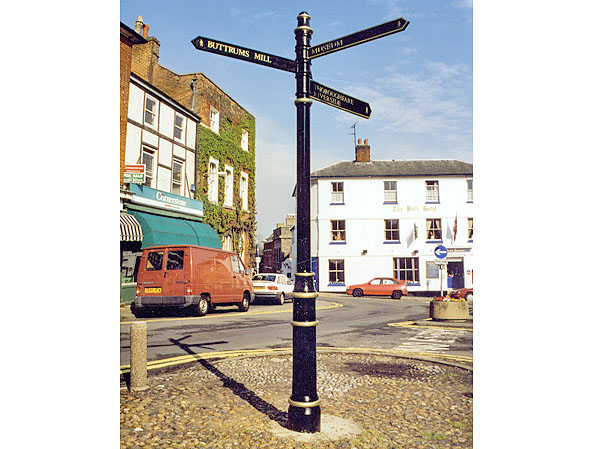 westminster_fingerpost_ffl4_lancer_finial_woodbridge_suffolk