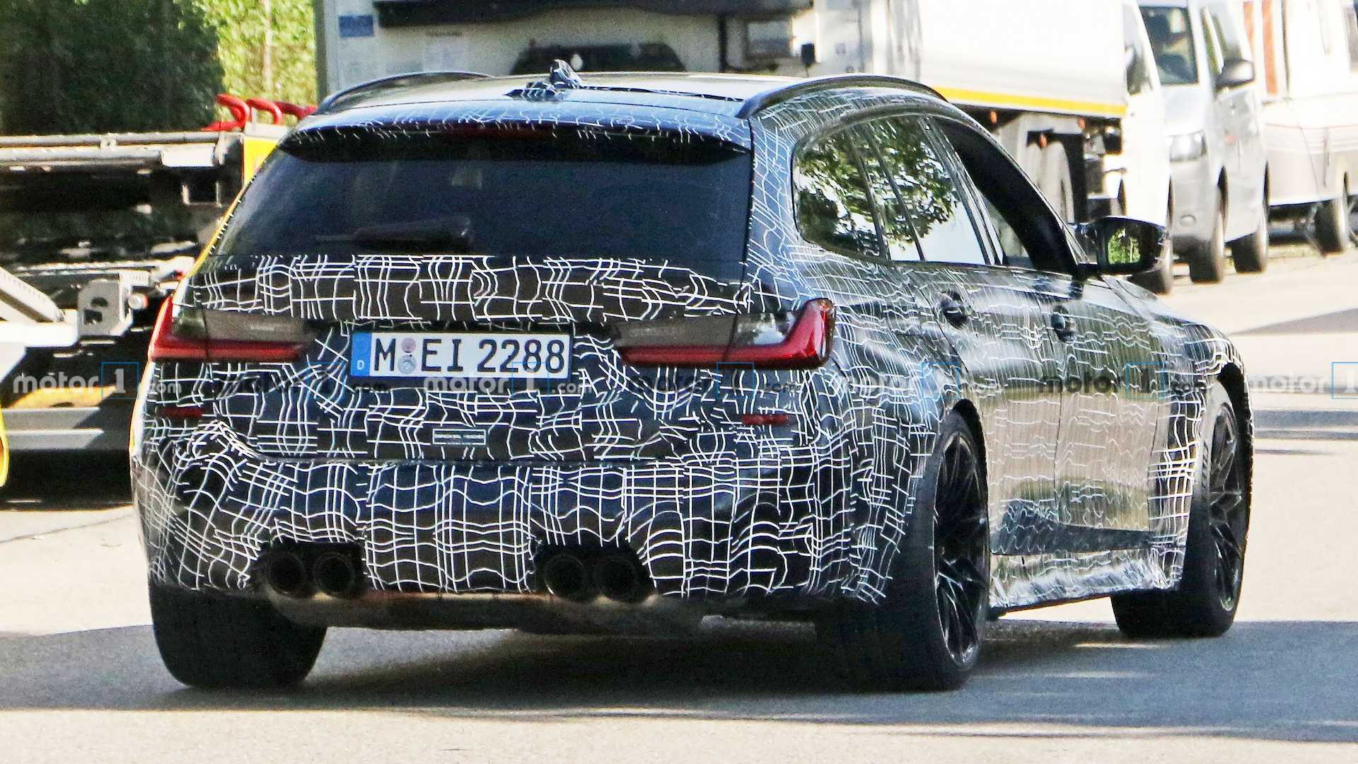 BMW M3 Touring spied up-close