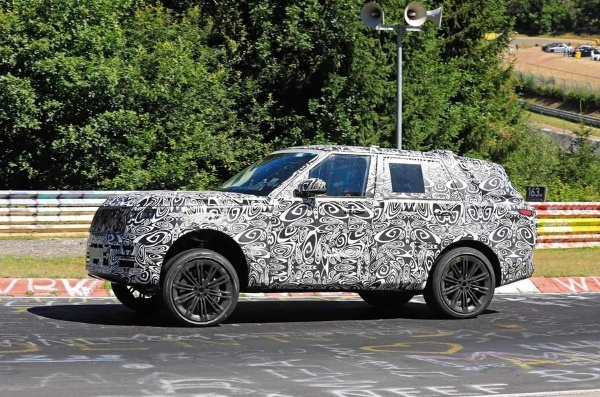 2021 Range Rover tests at Nurburgring