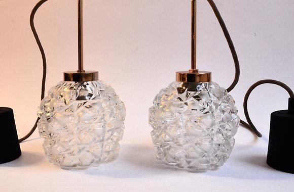 Lot de 2 suspensions en cristal taillé et laiton