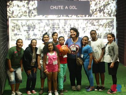 Crianças e adolescentes do CREN visitam Museu do Futebol