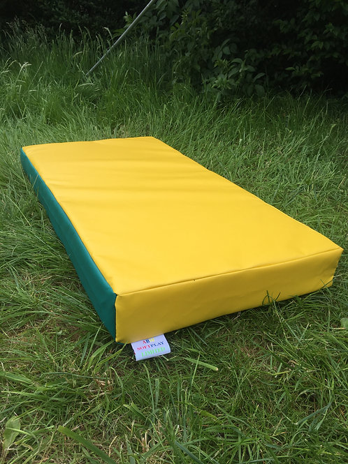 Green/Yellow- 100cm x 50cm x 10cm