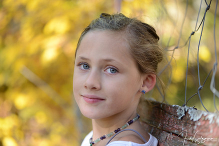 Tochter auf der Parkbank