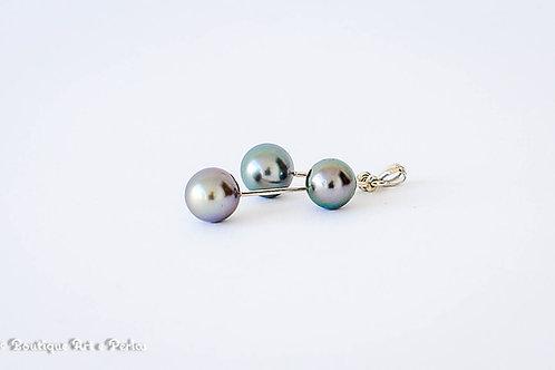 Colgante con tres perlas redondas