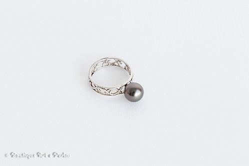 Anillo de plata con perla negra