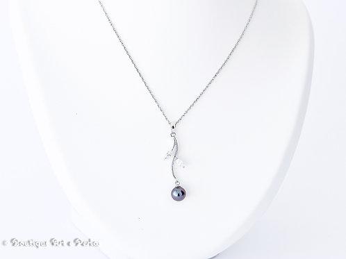 Cadena de plata con colgante y perla violeta