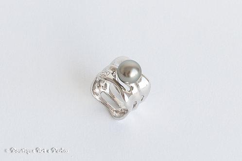 Anillo moderno de plata con perla gris claro