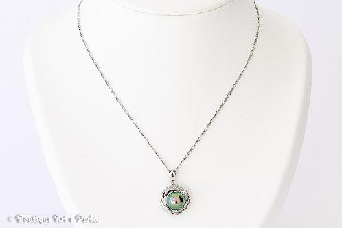 Cadena con colgante redondo y perla verde de excelente calidad