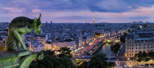 France woos the startups