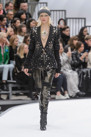 CHANEL FALL 2017 WAS (LITERALLY) OUT OF THIS WORLD