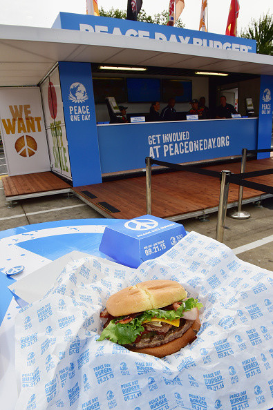 peace-day-burger-pop-up-with-burger-king