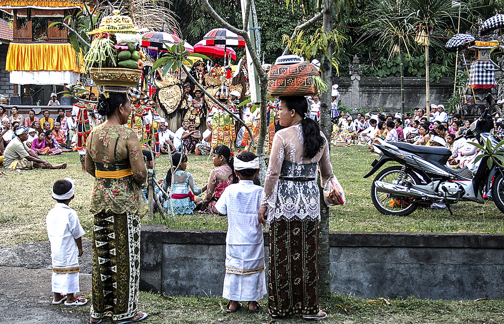 Women and children traditional dress Bali festival