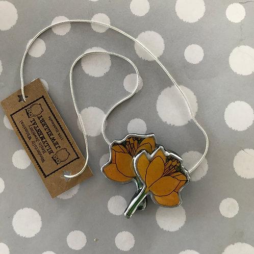 Ellymental resin flower necklace