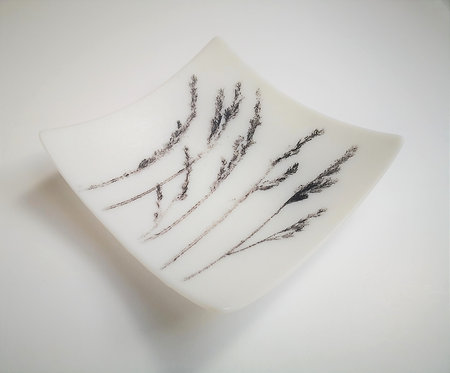 Mariana Pavlova swaying grass glass dish