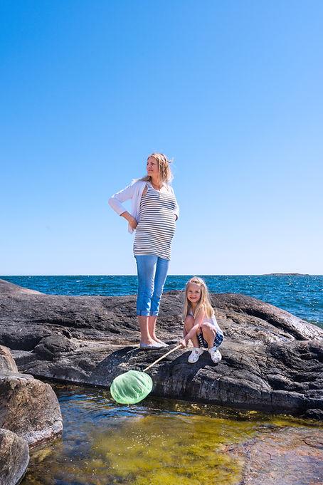 Gravid mamma dotter Femöre klippor.jpg