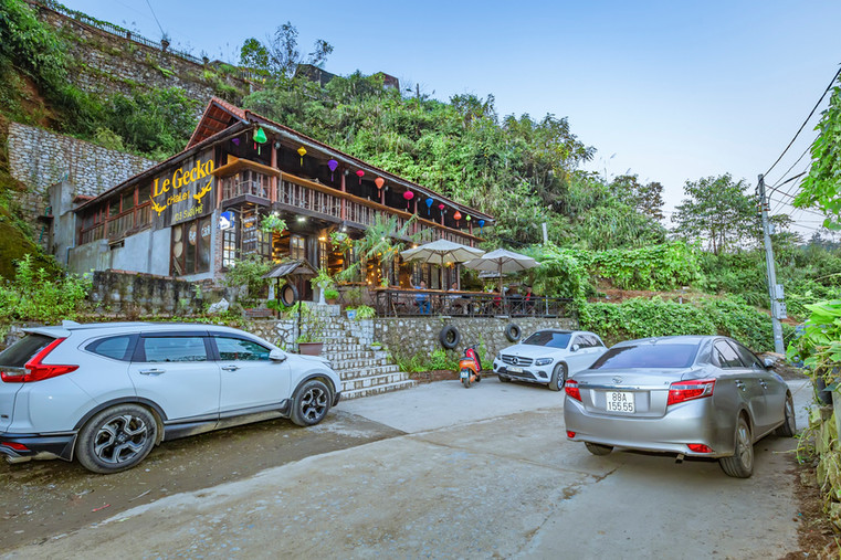 LE GECKO CHALET SAPA PARKING LOT.jpg