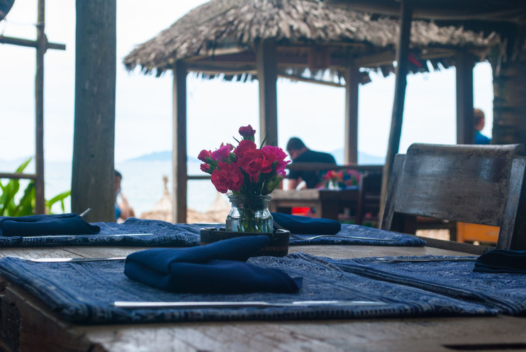 THE-HMONG-SISTERS-BEACH-TABLE-SETTING.jpg