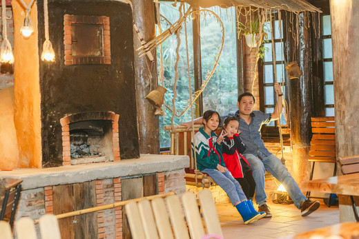 LE GECKO CHALET SAPA FAMILY SWING SET.jp