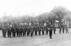 Parade au camp de la police de Léopold-Ville