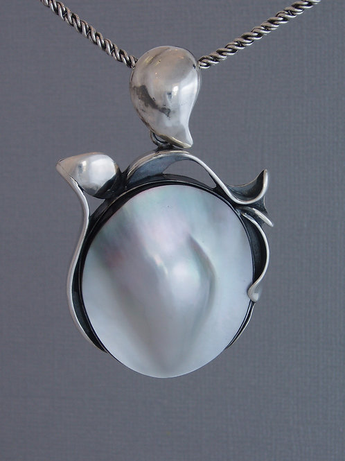 Pendant Tahitian sculptured pearl
