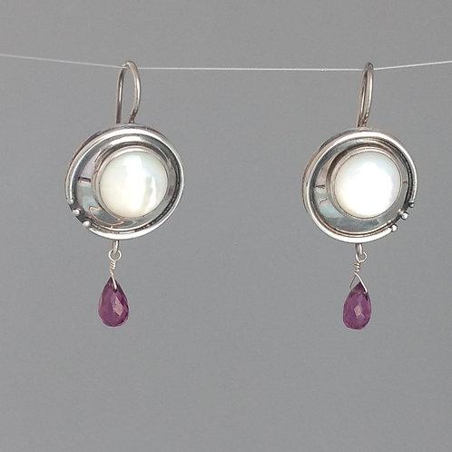 Earrings mother of pearl and rhodolite garnet