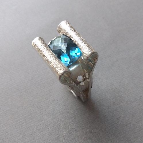 Ring Lndon Blue topaz