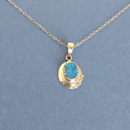 Pendant opal in yellow gold