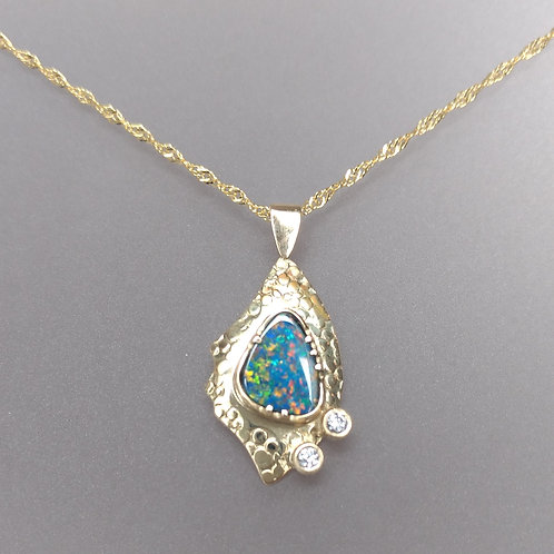 Opal in yellow gold