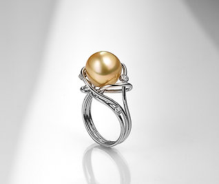 Golden pearl and diamodns ring