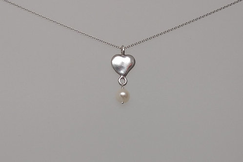 Pendant with heart and pearl