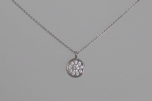 Pendant white gold cluster with diamonds.