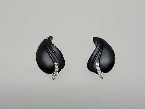 Carved black onyx and diamonds  in white gold