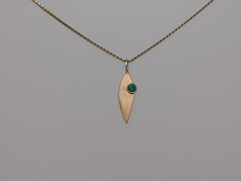Pendant with emerald inyellow gold