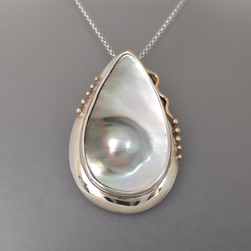 Pendant Tahitian sculptured pearl