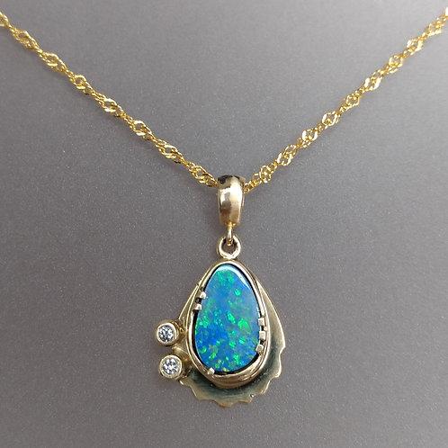 Pendant opal in gold