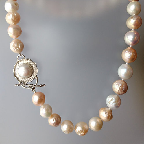 Pastel colors pearl necklacee