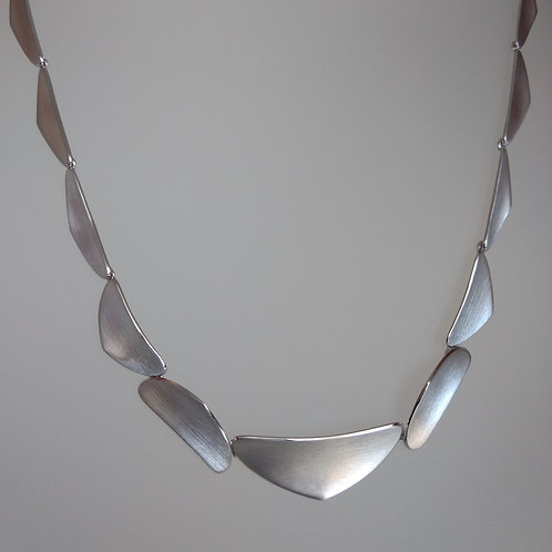 Necklace free shapes in matt sterling silver by Breuning