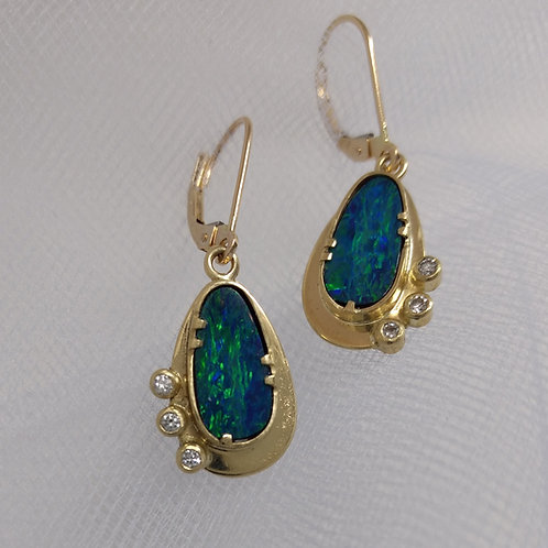 Earrings opals in gold