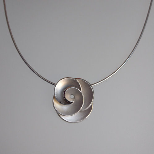 Pendant silver rose by Breuning