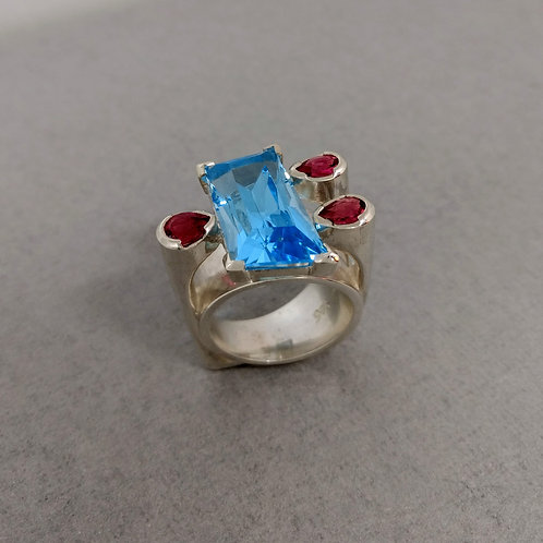 Rign with blue topaz