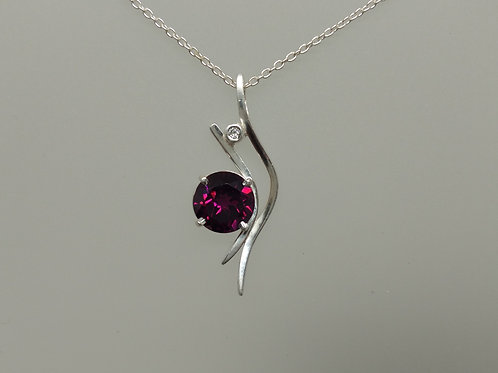 Pendant in sterling silver with rhodolite garnet and diamond