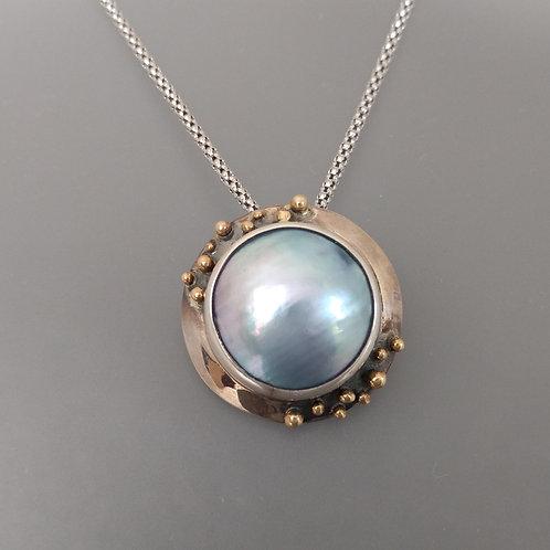 Tahitian mabe pearl