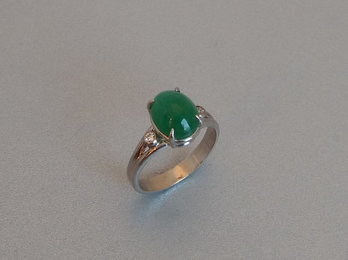 Ring emerald cabochon in white gold